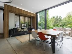 Garden level dining area with timber-framed seating nook - © Alastair Lever