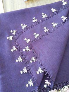 Hulyasya kaptı Knitted Poncho, Knitted Shawls, Knit Shoes, Needle Lace, Bargello, Sweater Design, Knitting Socks, Hand Embroidery, Tatting