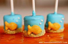 Goldfish Marshmallow Pops - cake pops instead of marshmallows? Yummy Treats, Sweet Treats, Yummy Food, Yummy Snacks, Marshmallow Pops, Dipped Marshmallows, Snacks Für Party, Party Desserts, Kid Snacks