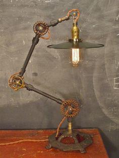 PERSONALIZABLE  lámpara de escritorio Industrial por DWVintage, $435.00