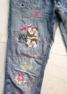 Need to patch my jeans Embellished Jeans, Embroidered Jeans, How To Patch Jeans, Visible Mending, Make Do And Mend, Mode Jeans, Denim Ideas, Creation Couture, Patched Jeans