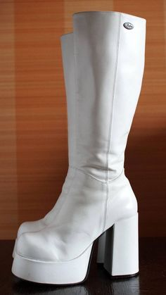 Dr Shoes, Me Too Shoes, Shoes Heels, Aesthetic Shoes, Aesthetic Clothes, Pretty Shoes, Cute Shoes, Funky Shoes, Platform Boots