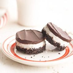 Peppermint Cream Bites ~~ A chocolate cookie crumb crust is topped with rich layers of peppermint cream and chocolate fudge.
