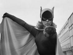 Batgirl Actress Yvonne Craig Dies at 78 | ABC News | August 19, 2015