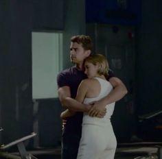 Quatre et Tris Tris And Tobias, Divergent Hunger Games, Tris And Four, Divergent Fandom, Divergent Trilogy, The Cooler Movie, Artist Film, Divergent Insurgent Allegiant, Veronica Roth