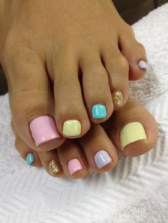 A quick and simple pastel pedicure where each nail is painted in a different color. Read more on www.producingfashion.com