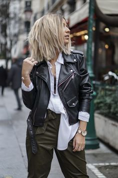 chemise blanche / blouson cuir Classy Outfits, Casual Outfits, Fashion Outfits, Womens Fashion, Fashion Trends, Kaki Pants, Women's Pants, Lob Hairstyle, Hairstyles