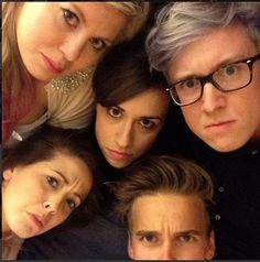 OMG ITS LOUISE,ZOE,JOE,TYLER AND i dont know the girl in the middle lol