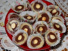 Do kastrůlku nalijeme šlehačku, přidáme cukr, med, máslo a vaříme tak dlouho (min. 30 minut), až má hmota světlehnědou barvu a zhoustne (odpaří... Muffin, Breakfast, Christmas, Advent, Morning Coffee, Xmas, Muffins, Navidad, Noel