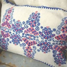 Antique cushion , a very good example of embroidery from Buzsak, a village in Western Hungary Hungarian Embroidery, Folk Embroidery, Embroidery Stitches, Embroidery Patterns, Folk Clothing, Embroidered Cushions, House Decorations, Folklore, Hungary