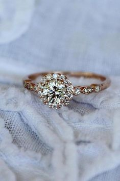 Vintage engagement ring set Oval Moissanite engagement ring yellow gold diamond wedding Jewelry Anniversary Valentine's Day Gift for women - Fine Jewelry Ideas Engagement Ring Rose Gold, Dream Engagement Rings, Engagement Ring Settings, Vintage Engagement Rings, Halo Engagement, Morganite Engagement, Morganite Ring, Wedding Rings Vintage, Wedding Jewelry
