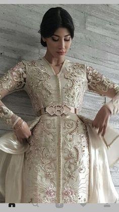 The Bey's kaftan. Morrocan Dress, Moroccan Caftan, Oriental Dress, Oriental Fashion, Caftan Gallery, Arabic Dress, Evening Dresses, Formal Dresses, Caftan Dress