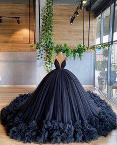 Pretty Quinceanera Dresses, Pretty Prom Dresses, Black Wedding Dresses, Beautiful Dresses, Wedding Gowns, Formal Dresses, Prom Gowns Elegant, Navy Blue Prom Dresses, 15 Dresses