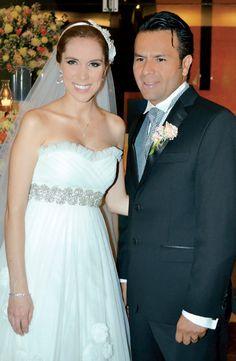 Atenea Gómez y Pablo Zarco se juraron amor eterno en la capilla de San Juan Bautista, de la Universidad La Salle Cancún.