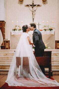 10 pasos que toda pareja debe saber de memoria antes de su ceremonia religiosa. #Matrimoniocompe #Organizaciondebodas #Matrimonio #Novios #TipsNupciales #CaminoAlAltar #MatriPeru #BodaPeru #MatrimonioReligioso #BodaReligiosa Wedding Dresses, Fashion, Amor, Wedding Card, Baby Boy Blankets, Religious Wedding, Bridesmaids, Bride Dresses, Moda