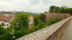 O Castelo Vyšehrad, localizado em uma das montanhas de Praga, abrigou os membros da realeza boêmia até 1140. Embora permaneçam apenas as ruí...