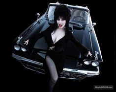 Elvira (Cassandra Peterson) with her 1958 Ford Thunderbird, aka the Macabre Mobile. Cassandra Peterson, Elvira Movies, Scream Queens, Before Us, Dark Beauty, Goth Beauty, Feature Film, Macabre, Pin Up Girls