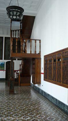 Escaleras de Madera en el interior del Concejo Municipal de Caracas