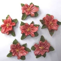 These salmon pink pearl poinsettia Christmas Cake decorations also come in two other different pearlescent shades that really glow in candlelight!