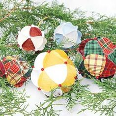 Homemade Christmas Ornament   DailyCraft – Your Daily Dose of Arts & Crafts Tips, Projects, & Inspiration. Quilting, Sewing, Knitting, Scrapbooking, Card Making and more!