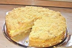 Apfelstreuselkuchen mit Pudding The perfect apple crumble cake with pudding recipe with simple step-by-step instructions: butter smooth, sugar, vanilla sugar and … Pudding Pies, Pudding Desserts, Pudding Cake, Pudding Recipes, Apple Crumble Cake, Apple Cake, Mock Turtle Soup, Vanilla Sugar, Something Sweet