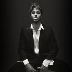 @Grace I saw this pic of Enrique Iglesias and i thot of vegas :)