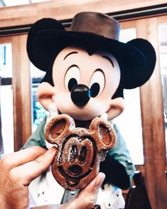 Mickey's looking like a snack😍🐭 . Also are you a Mickey pancake person or waffles?