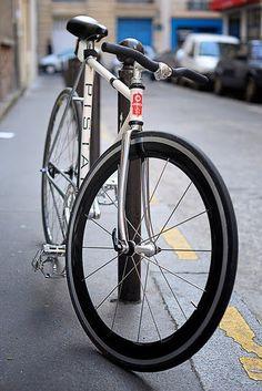 bikes&girls&macs&stuff — nnedyaj: This is my dream bike<3