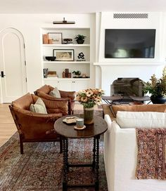 Family room design – Home Decor Interior Designs Living Room Chairs, Home Living Room, Living Room Designs, Living Room Decor, Living Spaces, Decor Room, Lounge Chairs, Side Chairs, Transitional Living Rooms