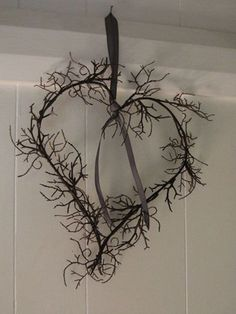 Heart twig wreath just two twigs - look around here for wild twigs My Funny Valentine, Valentine Crafts, Valentines, Valentine Wreath, Stick Wreath, Twig Wreath, Heart Day, Love Heart, Twig Art