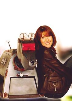 """Two ICONS from The Golden Age of """"Doctor Who"""" : (John Leeson) and Sarah Jane Smith (The Much Regretted Elisabeth Sladen) Bbc Doctor Who, Tenth Doctor, Dr Who, Sarah Jane Smith, William Hartnell, Doctor Who Companions, Christopher Eccleston, Don't Blink, Torchwood"""