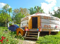 Sleep another way in FRIBOURG REGION. During your stay, sleep 3 nights in 3 different unusual venues: on straw in Murten, then in a mongolian yurt in Romont and finally in a Bed&Breakfast in La Gruyère.