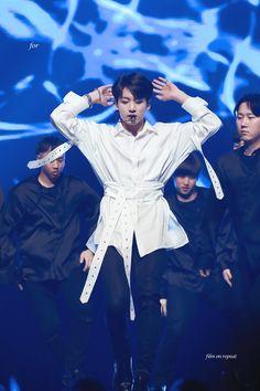 Big Love, Kpop Boy, Bts Jungkook, Rapper, Jung Kook, Galleries, Portrait, Heart, Bts Boys
