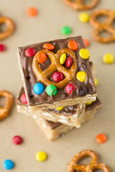 Pretzel M&M Scotcheroos 23 Small Batch Desserts (So You Don't Have To Worry About Breaking Your Diet) Chocolate Mousse Frosting, Chocolate Eclair Dessert, Salted Caramel Chocolate, Chocolate Mug Cakes, Pretzel Desserts, Mini Desserts, Small Cake Recipe For Two, Candy Recipes, Dessert Recipes
