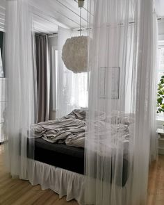 Dream Bedroom, Home Bedroom, Bedroom Decor, Girl Decor, Bedroom Inspo, Family Room, Shabby Chic, Photo Wall, Living Room