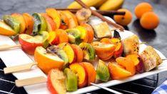 Přejedli jste se špekáčků a masa? Neděste se dalšího grilování a udělejte si večer trochu jinak. Už jste slyšeli o grilovaném ovoci? Pro mlsné jazýčky je to jasná volba! Pojďte s námi vyzkoušet odlehčenou verzi grilování, která bude stejně chutná a zároveň inovující. Sushi, Vegan, Ethnic Recipes, Food, Pineapple, Meal, Essen, Sushi Rolls