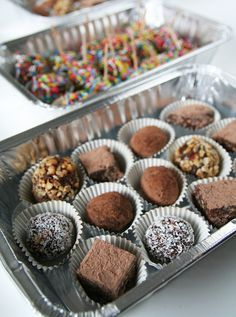 Praline miste, ottime come omaggio per un invito a cena da amici http://cuciniamo.mammeonline.net/praline-miste-ottime-da-portare-da-amici/