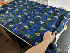 How to Sew Cage Liners for Guinea Pigs - DIY Danielle® How to Sew Cage Liners for Guinea Pigs - DIY Danielle<br> How to sew cage liners for guinea pigs. These fleece liners are easy to sew and washable. They make cleaning up much easier! Diy Bunny Cage, Diy Guinea Pig Cage, Guinea Pig House, Bunny Cages, Pet Guinea Pigs, Guinea Pig Care, House Hippo, Rabbit Cages, Guine Pig