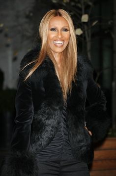 Iman turned 50 in CEO of her own clothing/beauty companies. My Black Is Beautiful, Beautiful People, Beautiful Women, Somali, Iman Model, Supermodel Iman, David Bowie, Original Supermodels, Ageless Beauty