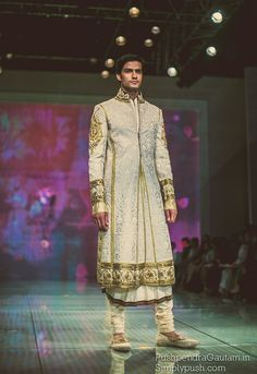 Never before seen IBFW 2014 pics -Tarun Tahiliani Collection.. let's be open minded..some of this is amazingly beautiful..all we ever see in the west is a pair of pants and a jacket..tie..BORING!!!KS