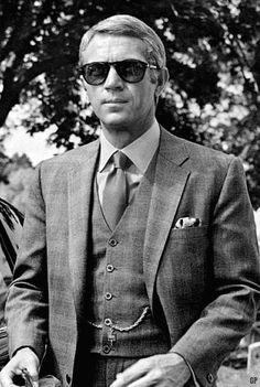 STEVE MCQUEEN, icône du cinéma américain, incarne parfaitement l'image de l'homme moderne. Retrouvez son portrait et de très belles photos de Steve Mcqueen.