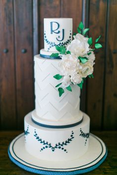 Tall patterned wedding cake: http://www.stylemepretty.com/little-black-book-blog/2015/07/03/romantic-summer-wedding-at-rancho-valencia/ | Photography: Troy Grover - http://blog.troygrover.com/