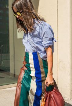 Beauté de la chemise et de la jupe en patchwork de cuir multico et lunettes miroir