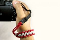 DIY Paracord Camera Wrist Strap - Homemade Gift Ideas for Guys