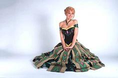 One of the best green coronation dress cosplays I've ever seen. Anna from Frozen. - 9 Anna of Arendelle Cosplays Disney Princess Cosplay, Disney Cosplay, Costume Dress, Cosplay Costumes, Anna Coronation Dress, Frozen, Dress Up, Ballet Skirt, Couture