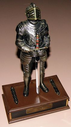 Vintage Novelty Transistor Radio - Standing Knight With Sword, Broadcast Band Only (MW), Made In Japan.