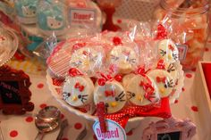 Chocolate covered Oreos at a Hello Kitty Party #hellokitty #partycookies