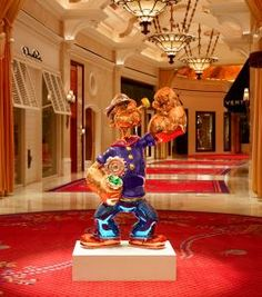Wynn Las Vegas Welcomes Popeye by Renowned Artist Jeff Koons.   Saw 3 uniformed guards around this and found out its worth about 28 million