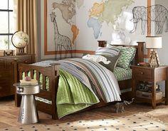 Kinderbett mit kuscheliger Decke-Deko-Motive mit Tieren-Holzmöblierung