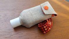 """Aperçu du produit """"Pochette etui pour flacon de gel hydro alcoolique de poche"""" - Un grand marché Napkin Rings, Creations, Boutique Etsy, Apparel Crafting, Flasks, Pouch Bag, Masks, Napkin Holders"""
